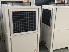 风冷式油冷机的原理是什么?它与水冷式油冷机有哪些不同?
